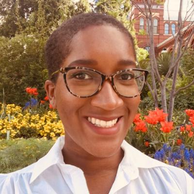 Lindsay Hall's bio photo